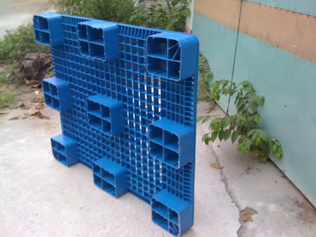 Pallet nhựa 1100x1100x120mm màu xanh