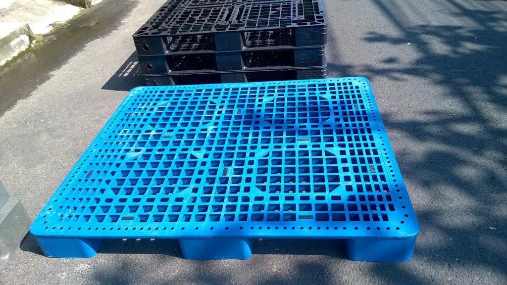 Pallet nhựa 1100x1100x120mm màu xanh giá rẻ