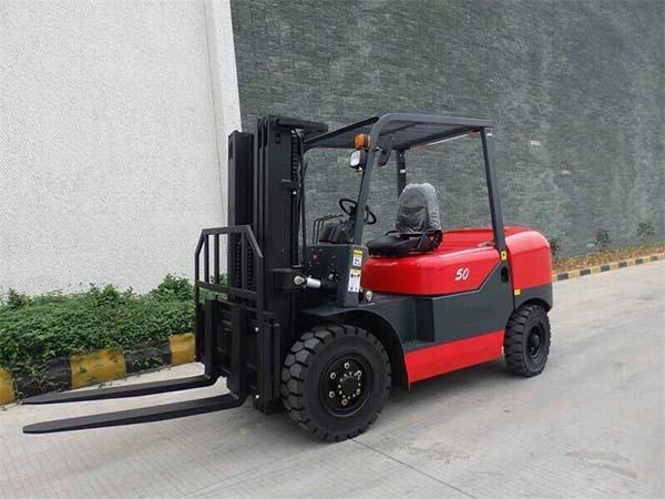Xe nâng hàng forklift diesel 4-5 tấn