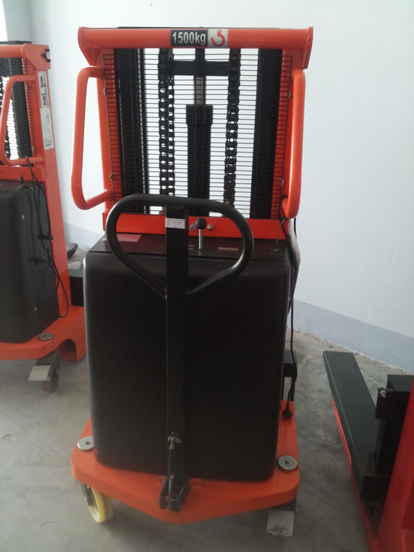 Xe nâng điện bán tự động 1-1.5 tấn CTD