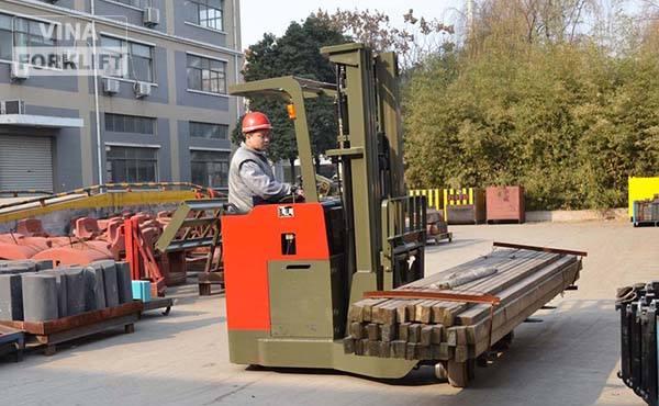 Xe nâng điện 2.5 tấn di chuyển 4 chiều